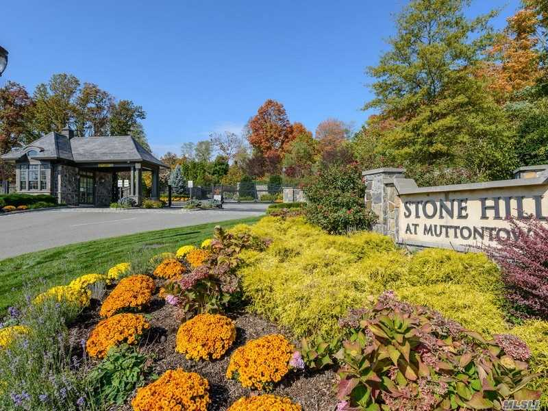 Photo of home for sale at 15 Lots Stone Hill, Muttontown NY