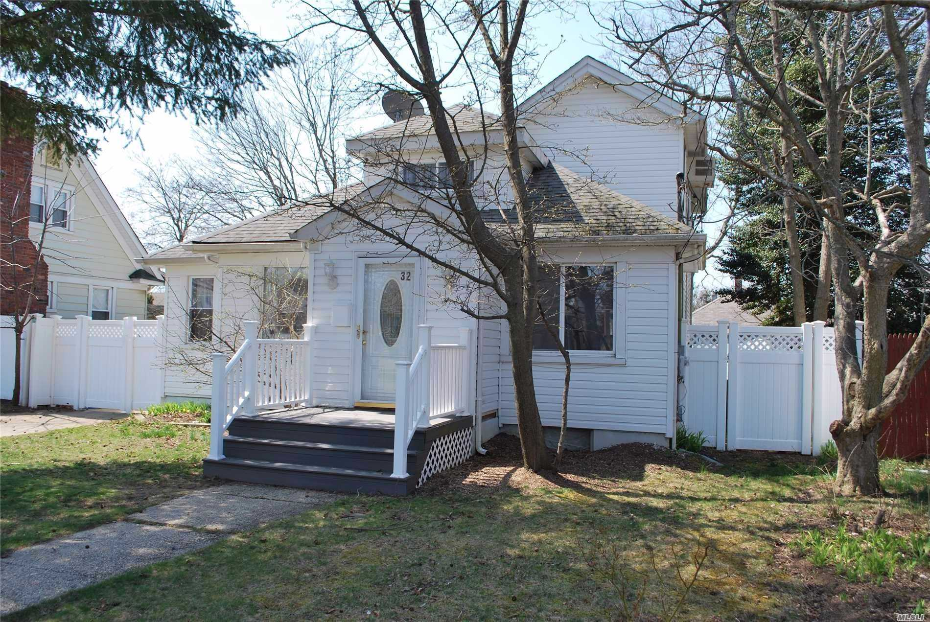 Photo of home for sale at 32 Burchell Blvd, Bay Shore NY