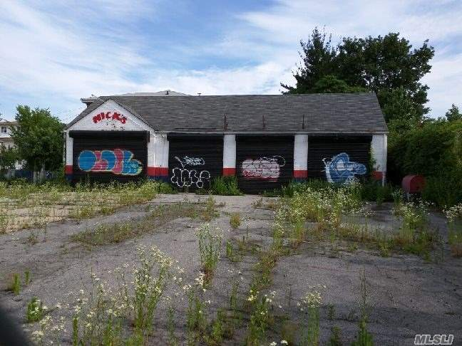 Photo of home for sale at 45 Elizabeth Ave, Staten Island NY