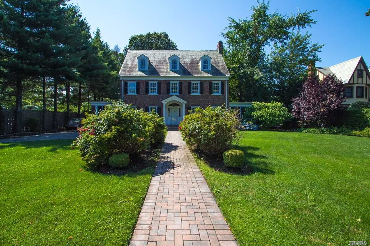 Photo of home for sale at 114 10th St, Garden City NY