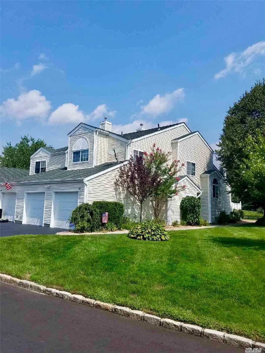 Property for sale at 203 Gothic Cir, Manorville,  NY 11949