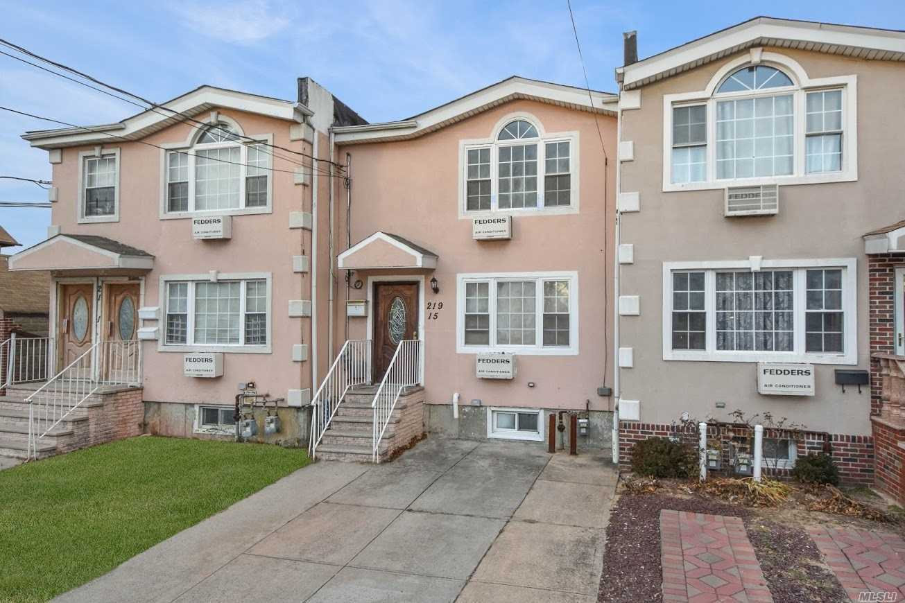 Photo of home for sale at 219-15 135th Ave, Laurelton NY