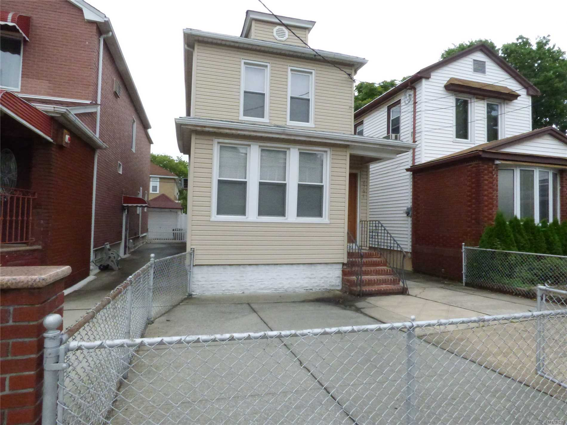 Photo of home for sale at 2567 E 23rd St, Sheepshead Bay NY
