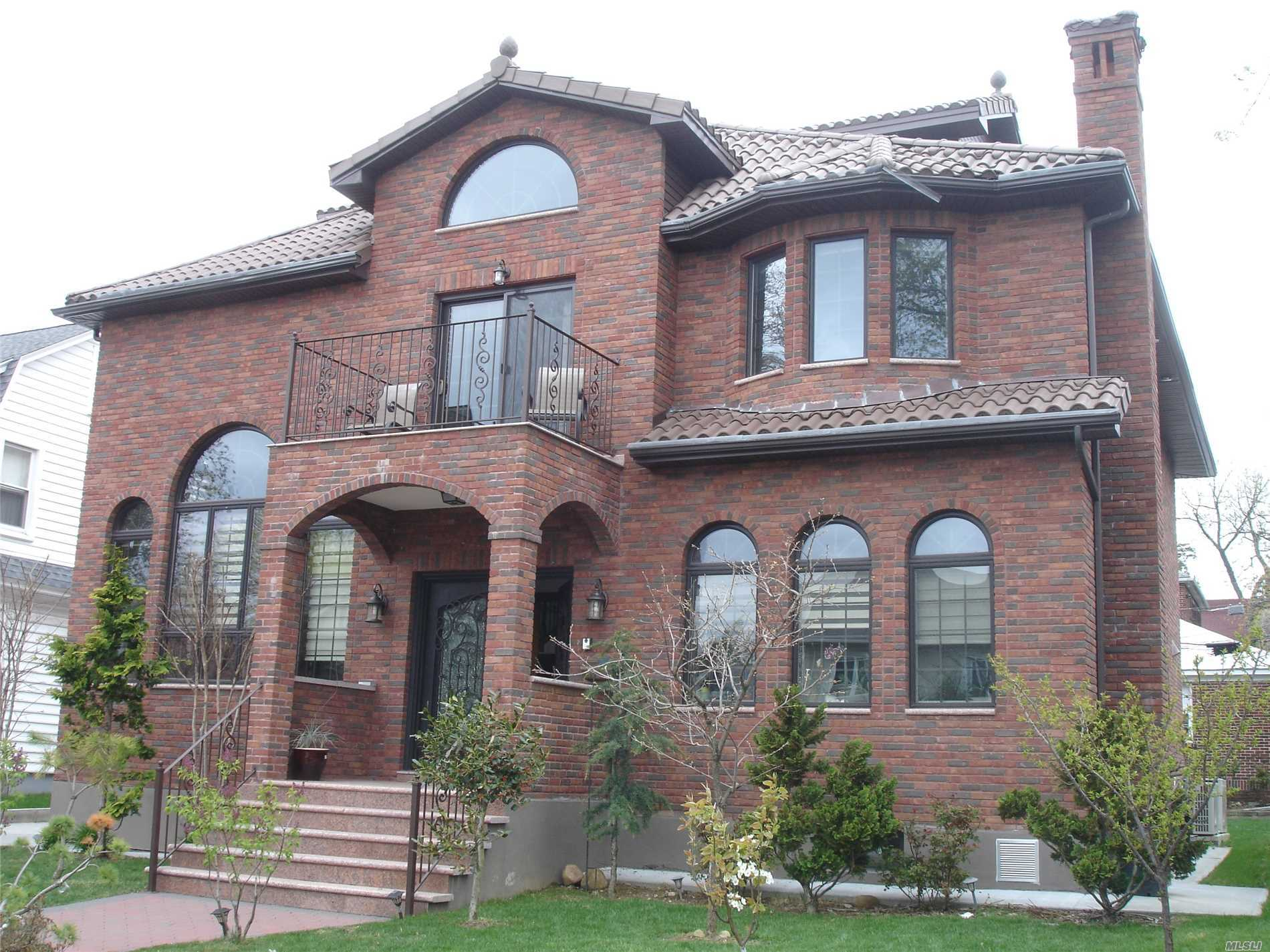 Photo of home for sale at 33-26 158, Flushing NY