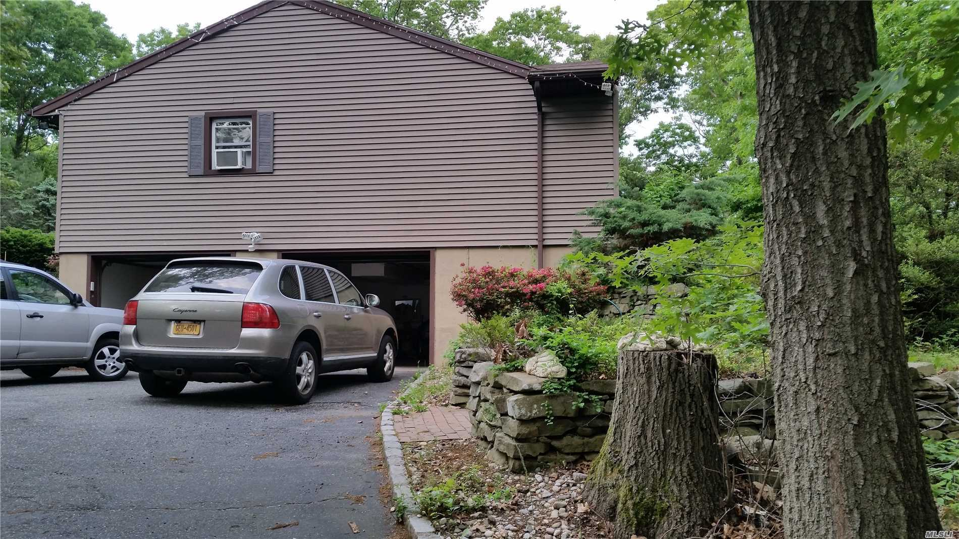 Photo of home for sale at 164 Indian Head Rd, Commack NY