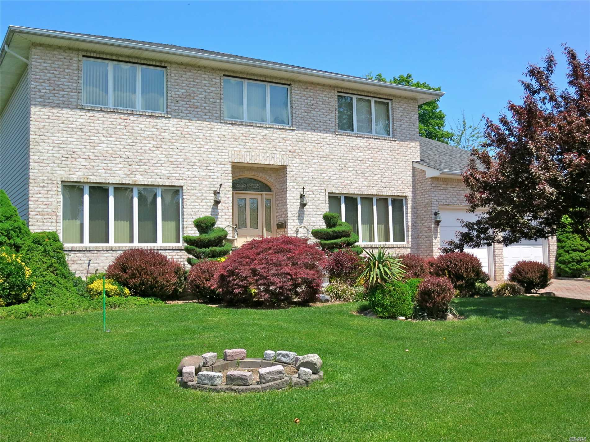 Photo of home for sale at 15 Sherman Rd, Glen Cove NY