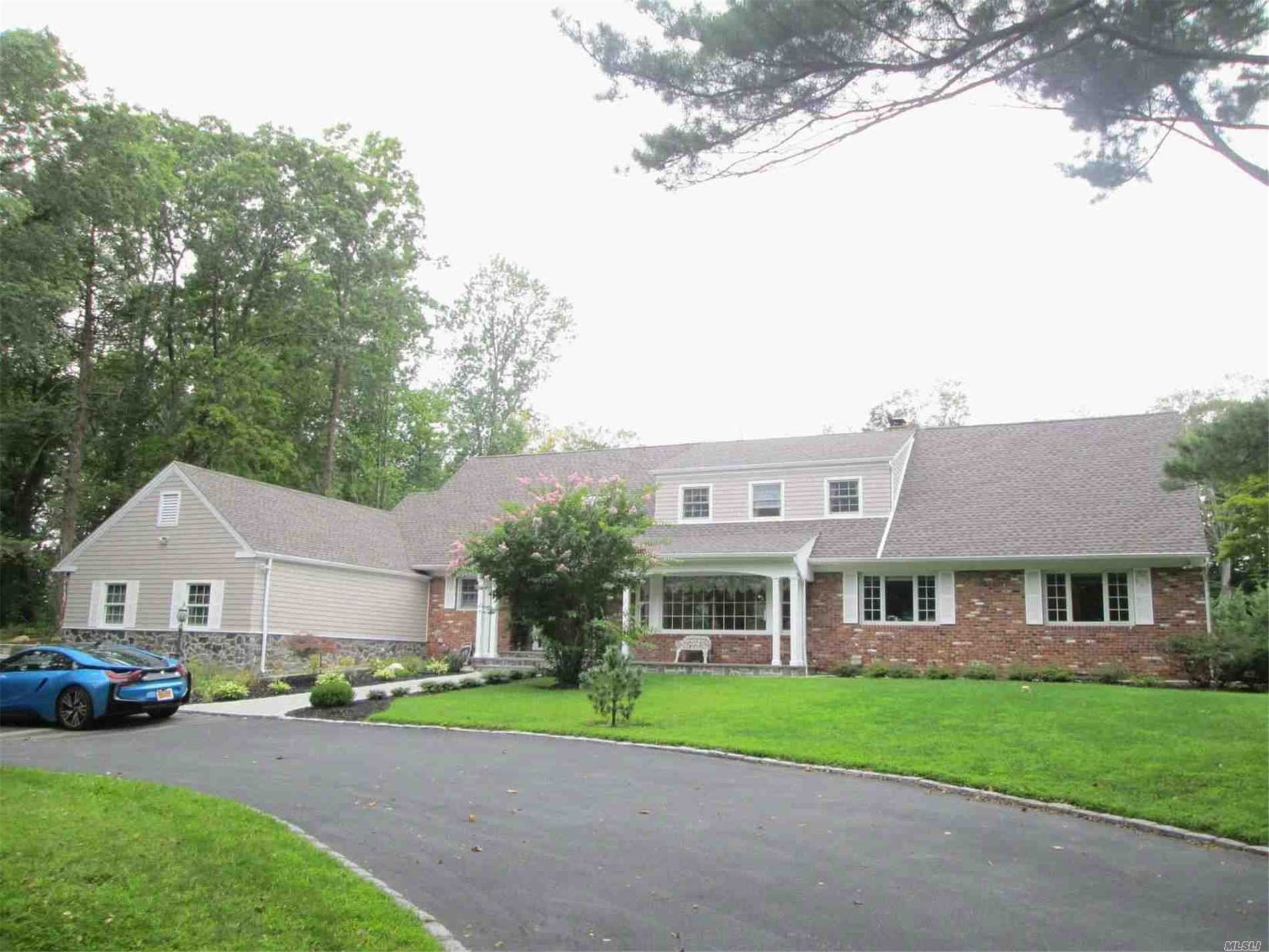 Photo of home for sale at 8 August Ln, Old Westbury NY