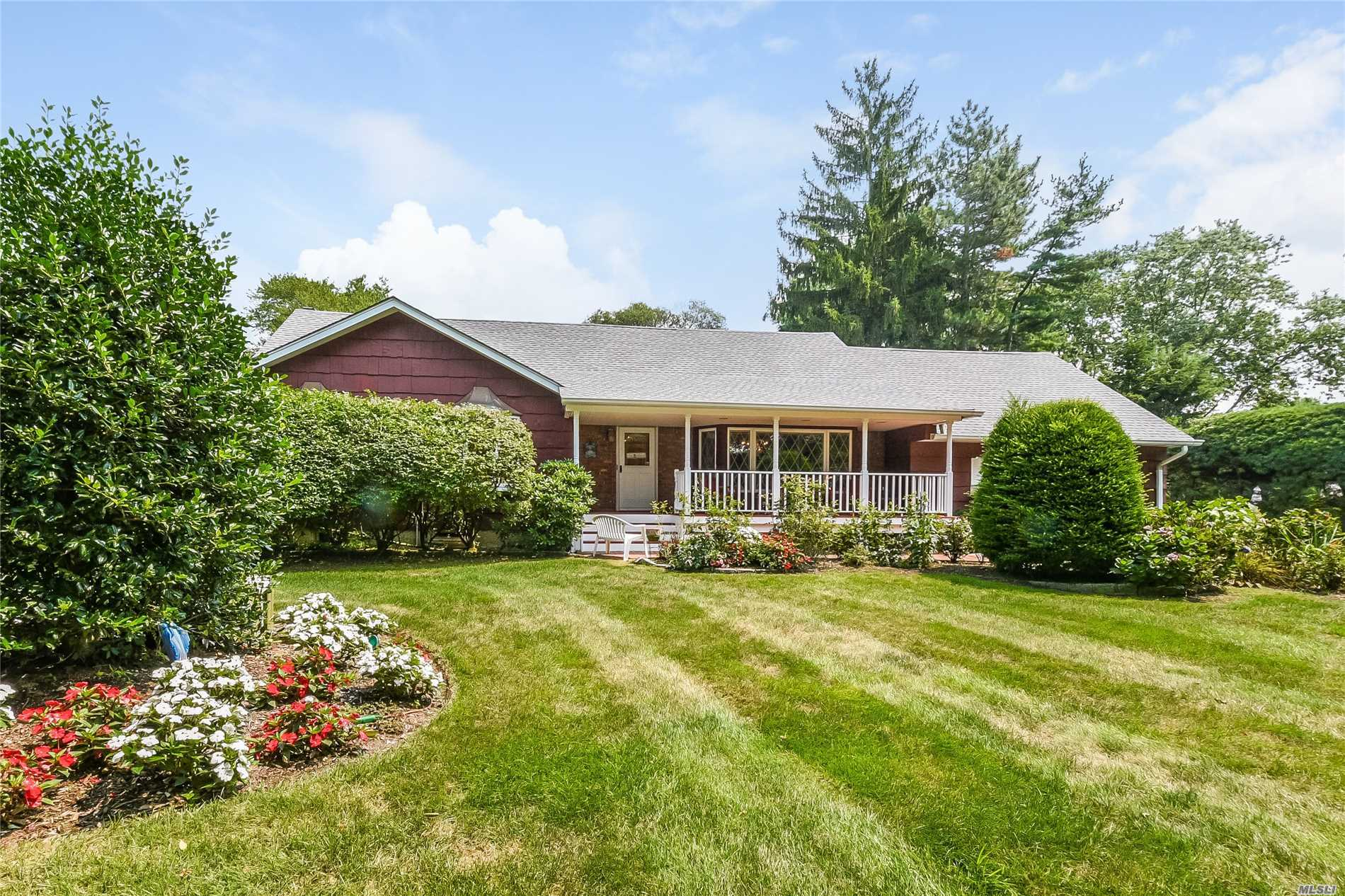 Photo of home for sale at 338 Hills Rd W, Huntington NY