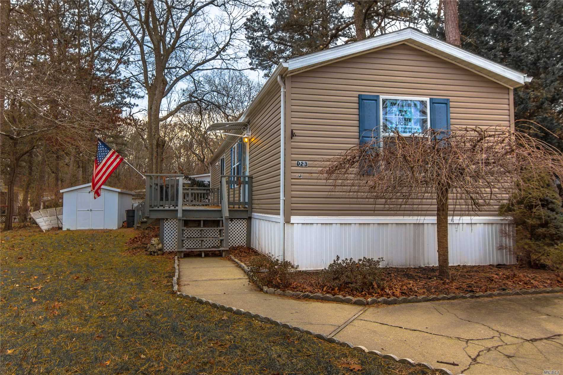 Photo of home for sale at 525/D23 Riverleigh Ave, Riverhead NY