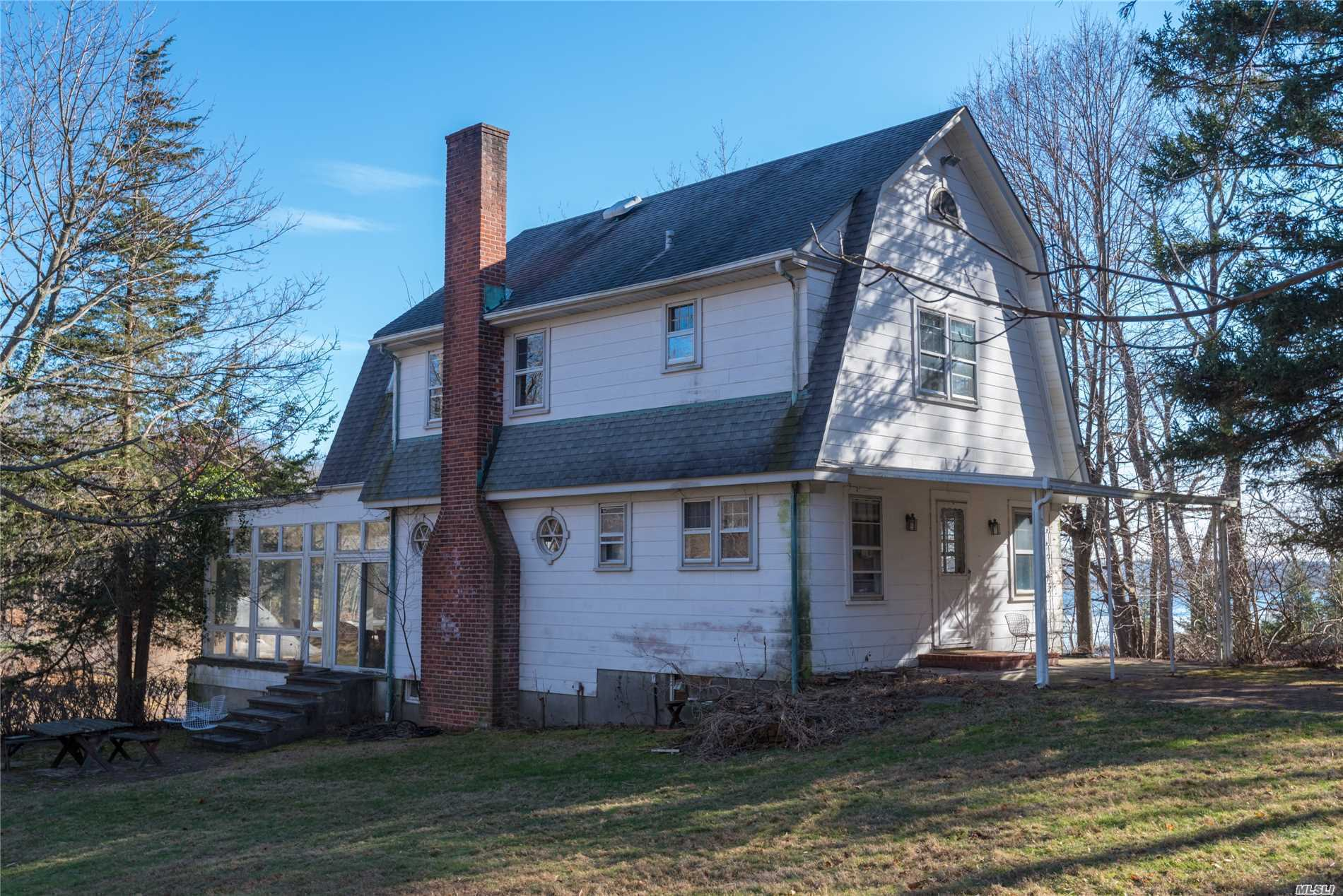 Photo of home for sale at 86 Harbor Rd S, Northport NY