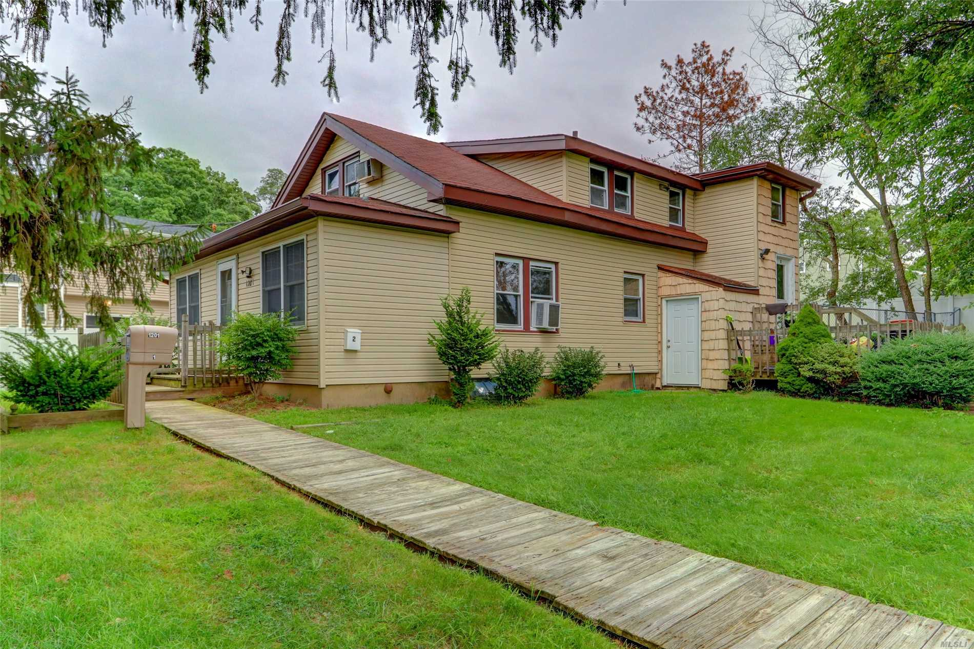 Photo of home for sale at 1201 Round Swamp Rd, Old Bethpage NY