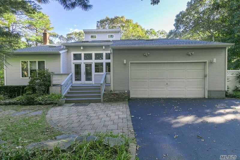 Photo of home for sale at 345 Dayton Ave, Manorville NY