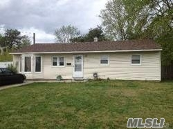 Photo of home for sale at 977 Candlewood Rd, Brentwood NY