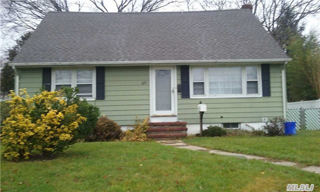 Photo of home for sale at 307 13Th St W, Deer Park NY