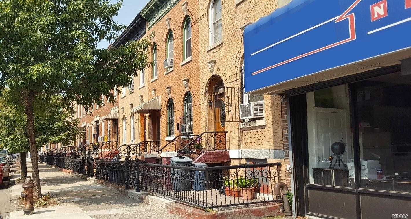 Photo of home for sale at 1165 St Marks Ave, Brooklyn NY