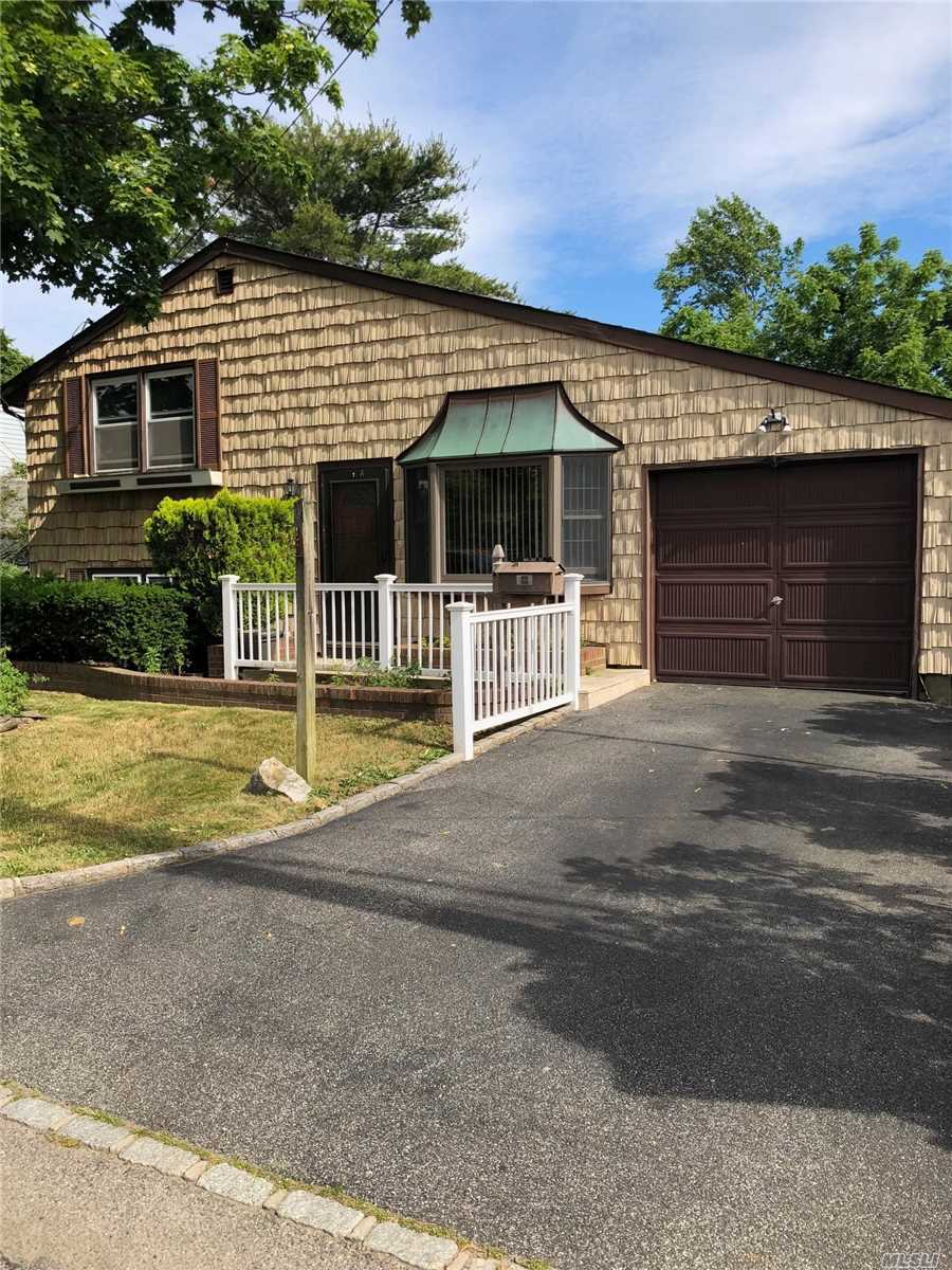 Photo of home for sale at 20 Brookdale Dr, Bay Shore NY