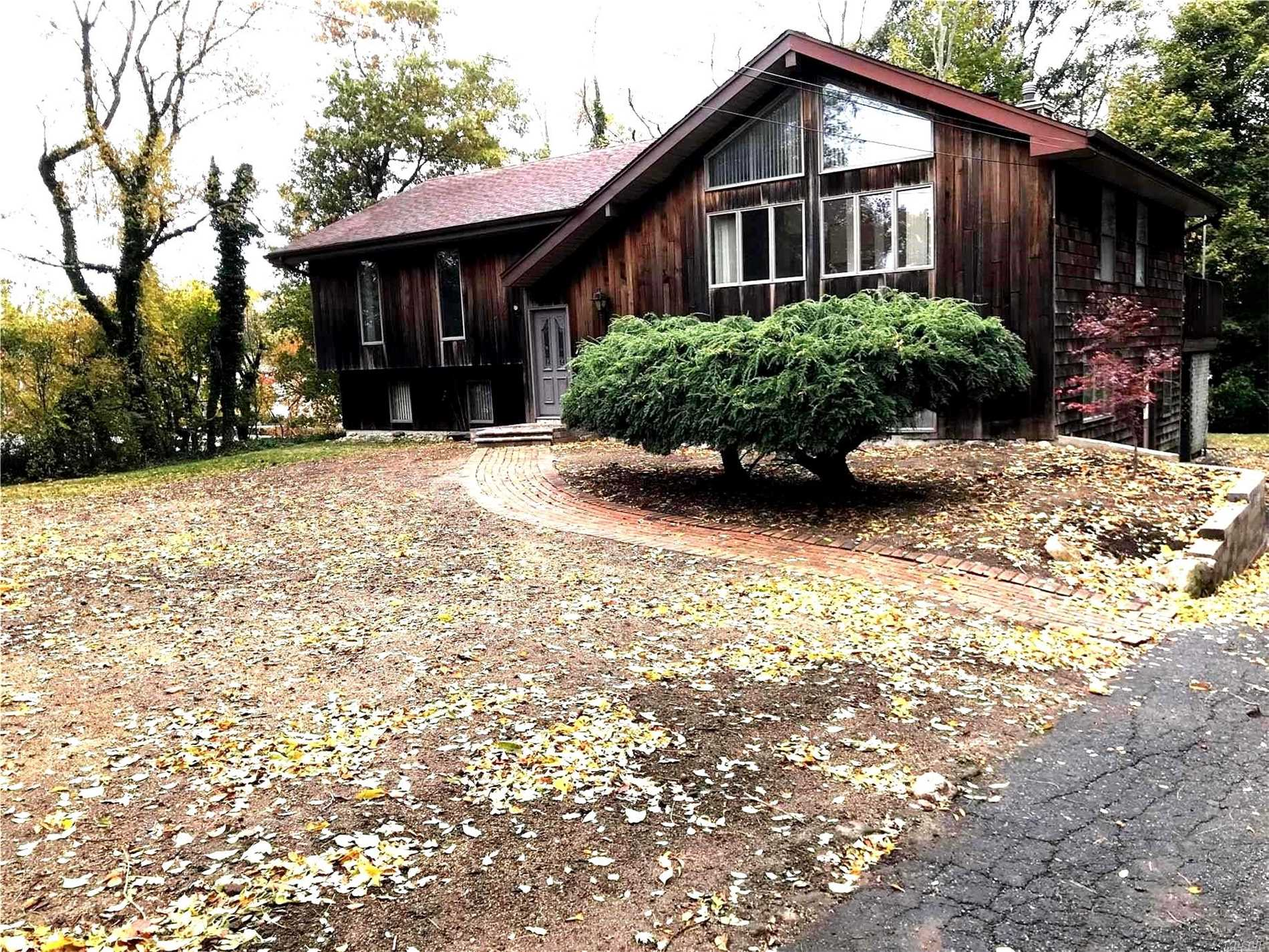 Photo of home for sale at 730 Park Ave, Huntington NY