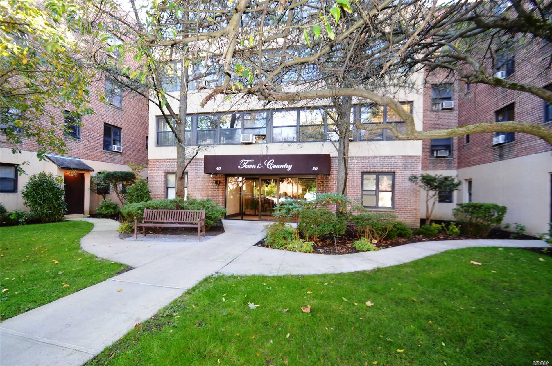 Property for sale at 40 Schenck Ave Unit 3M, Great Neck,  New York 11021