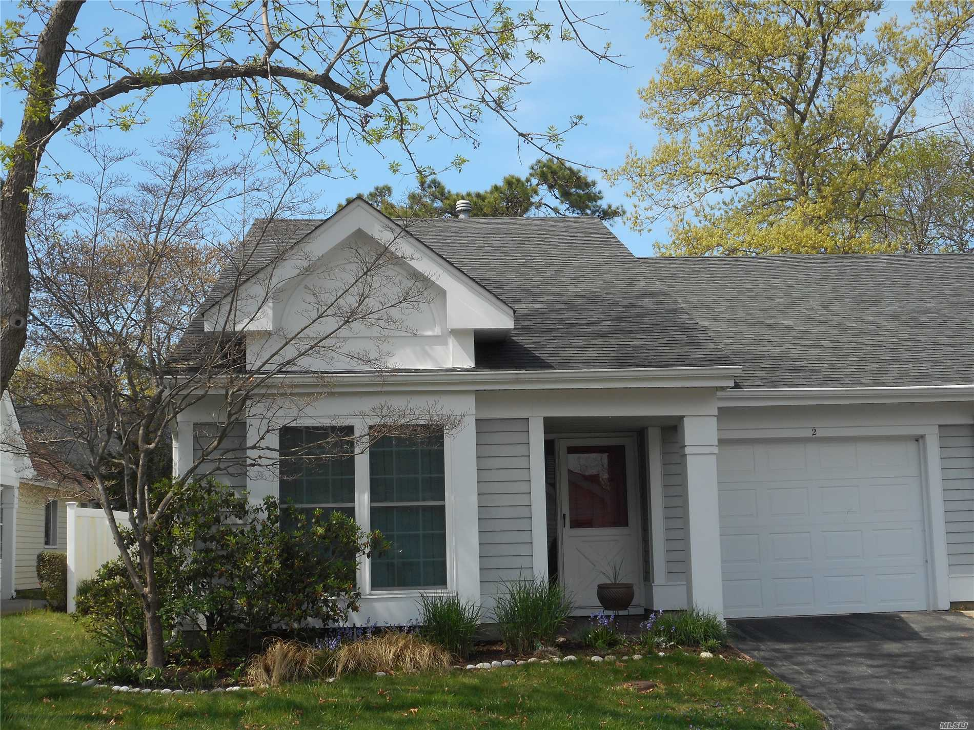 Property for sale at 2 Douglaston Ct, Ridge,  NY 11961