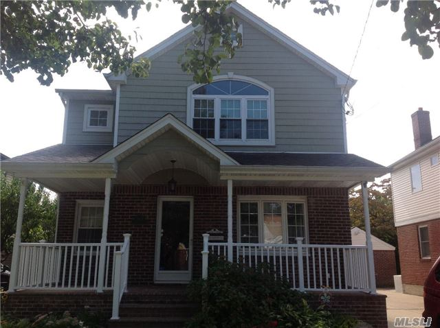 Photo of home for sale at 1604 Gilford Ave, New Hyde Park NY