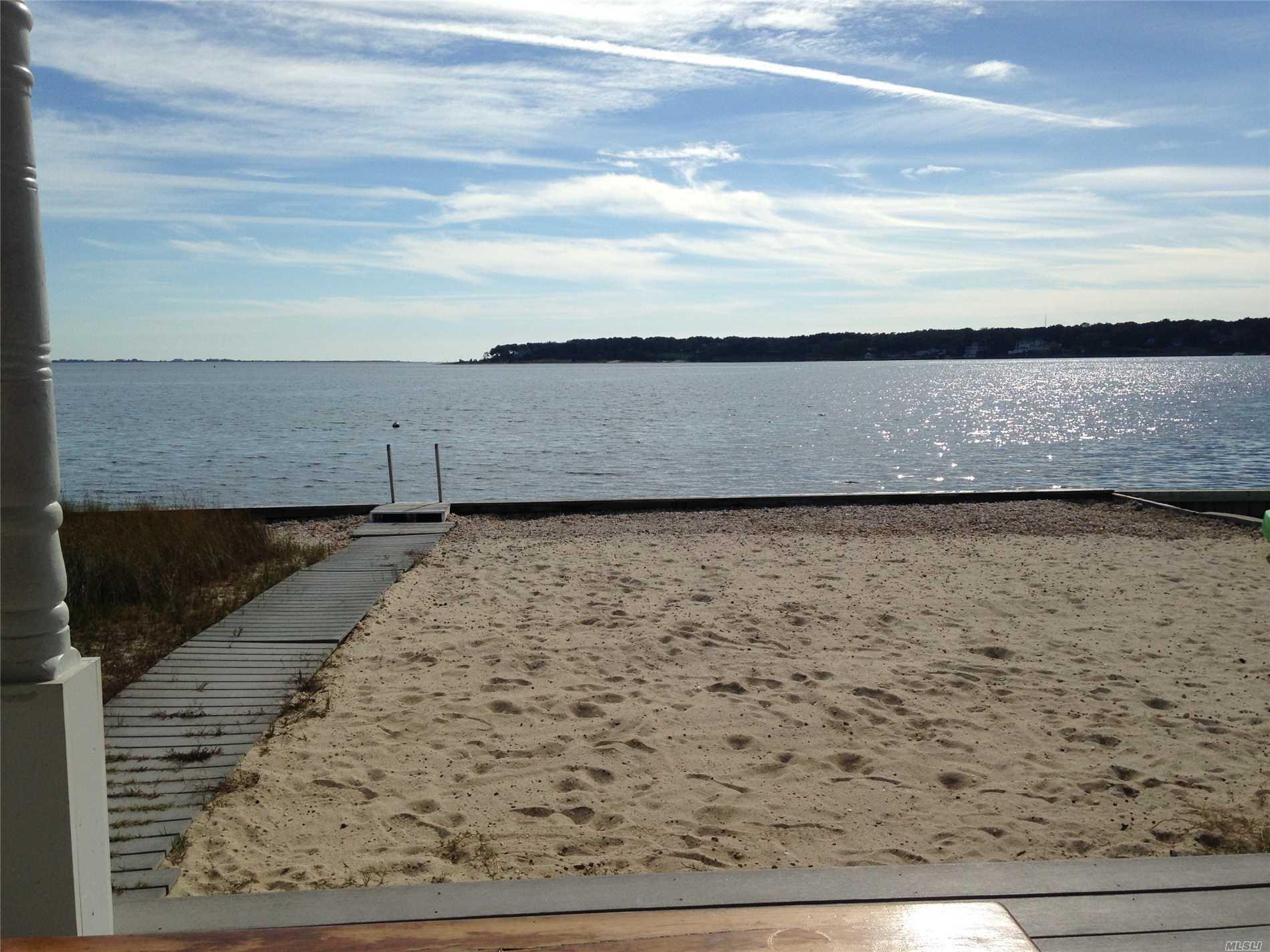 Photo of home for sale at 9 Shawnee St, Hampton Bays NY