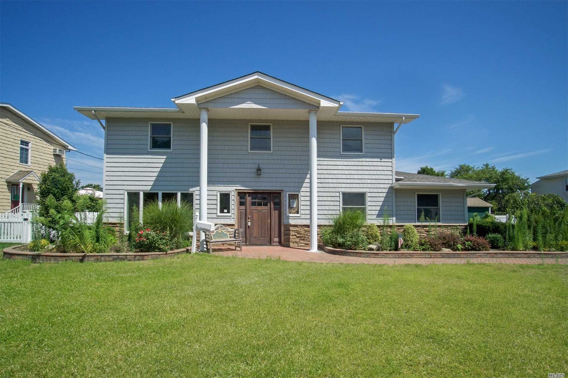 Photo of home for sale at 81 Sunset Blvd, Massapequa NY