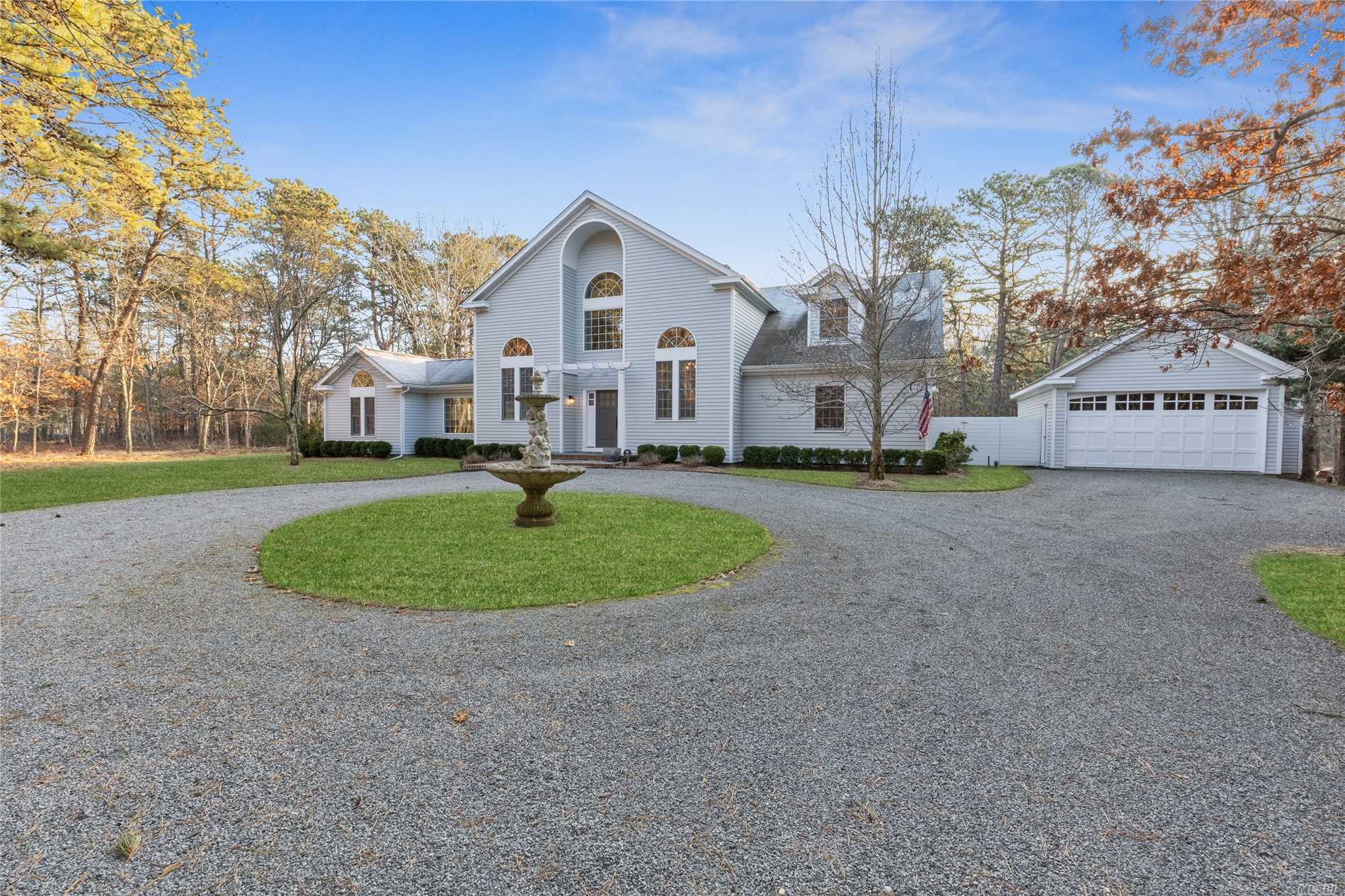 Photo of home for sale at 2 Deer Haven Ct, East Hampton NY