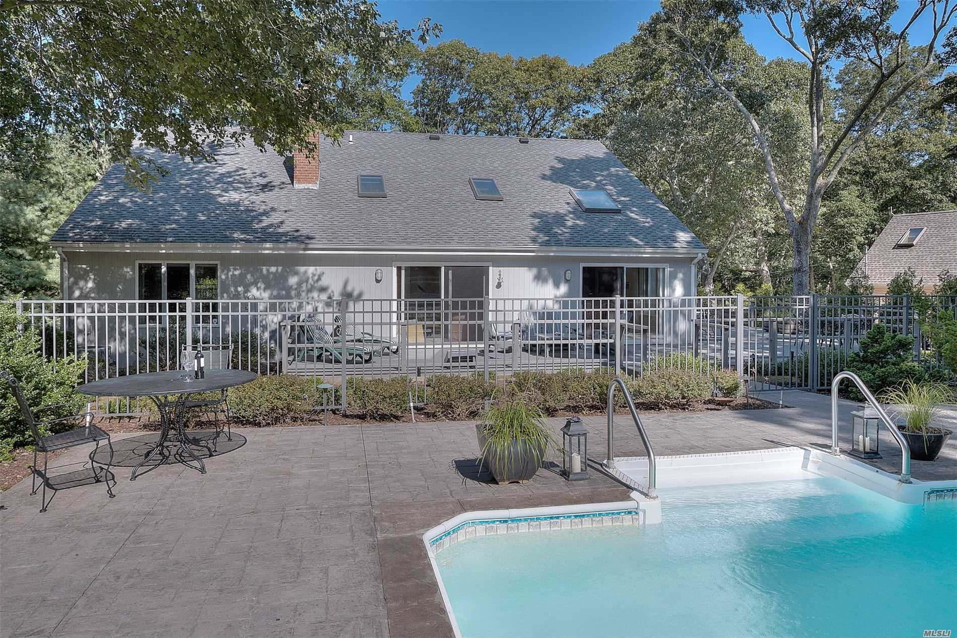 Photo of home for sale at 1105 Carrington Rd, Cutchogue NY