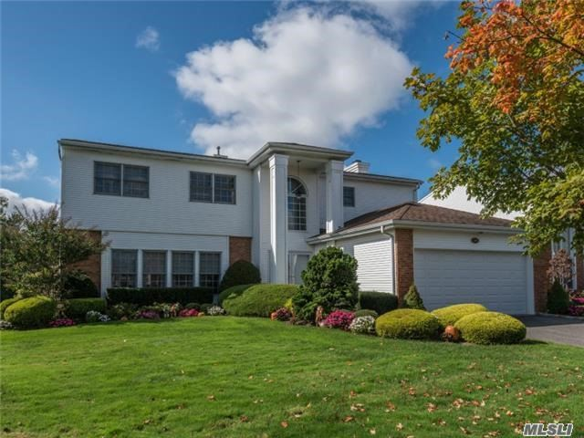 Property for sale at 106 Fairway View Dr, Commack,  NY 11725
