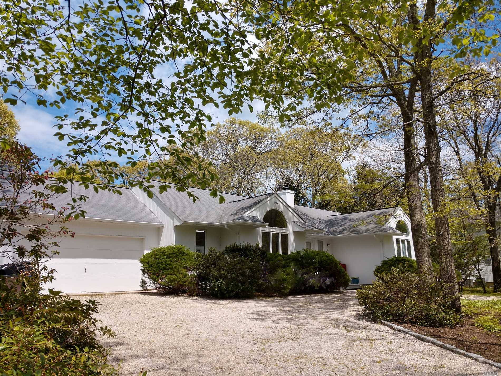 Photo of home for sale at 3 Jeffrey Ln, East Quogue NY