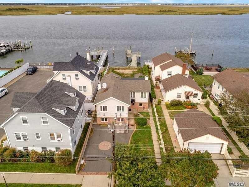 Photo of home for sale at 1065 Park Ave W, Long Beach NY