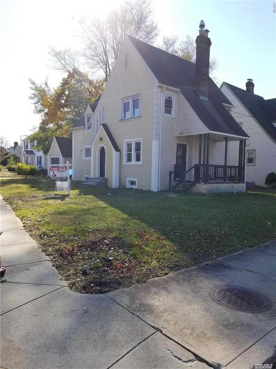 Photo of home for sale at 325 Felter Ave, Woodmere NY