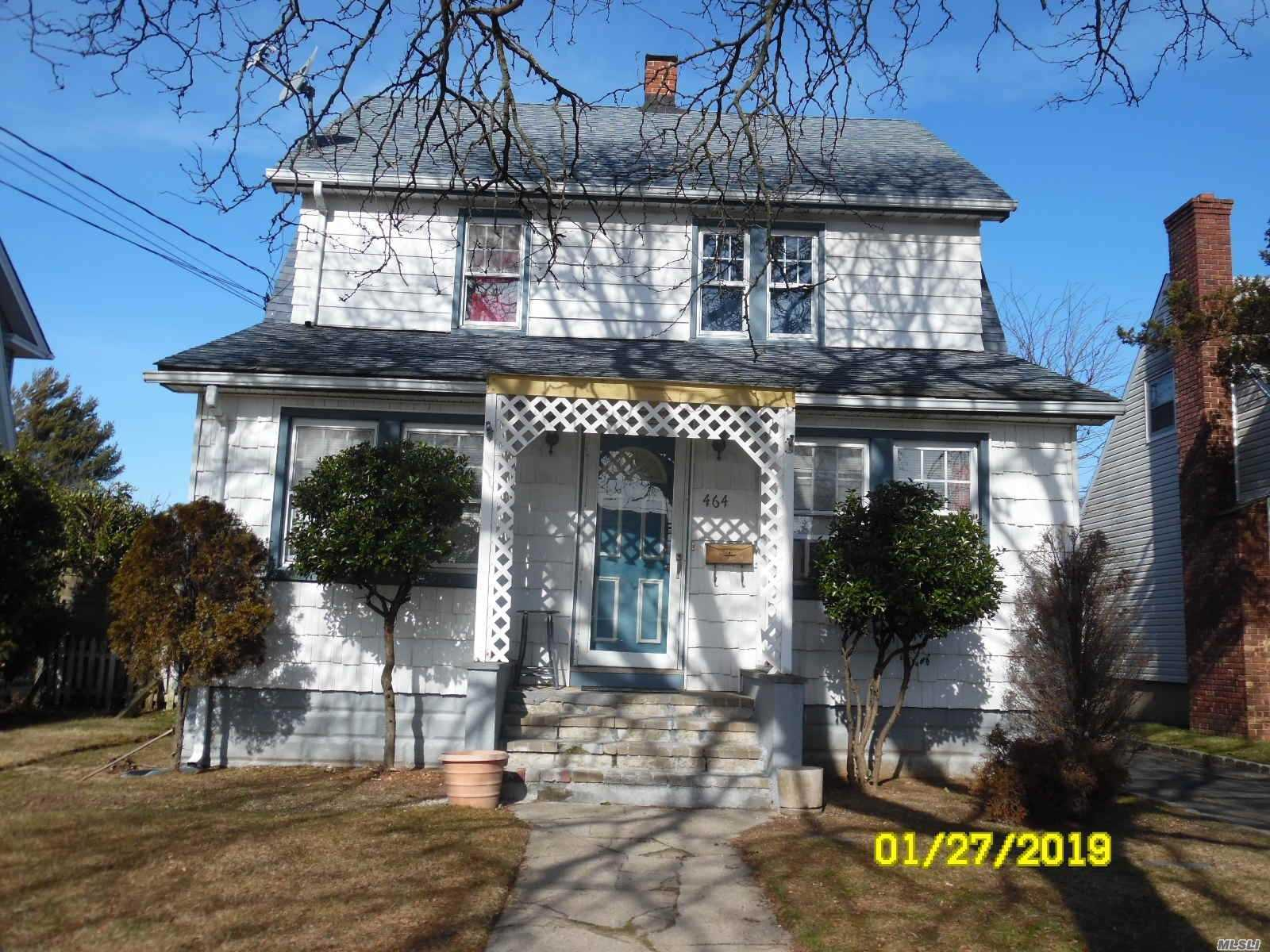 Photo of home for sale at 464 Atlantic Ave, Freeport NY