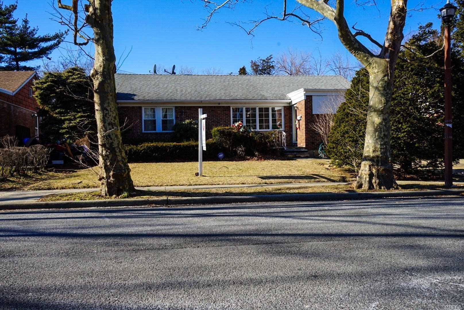 Photo of home for sale at 872 Niagara St, Elmont NY