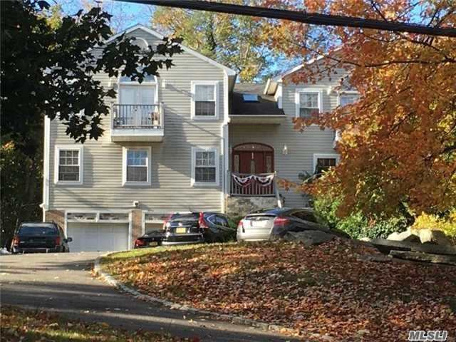 Photo of home for sale at 124 Southdown Rd, Huntington NY