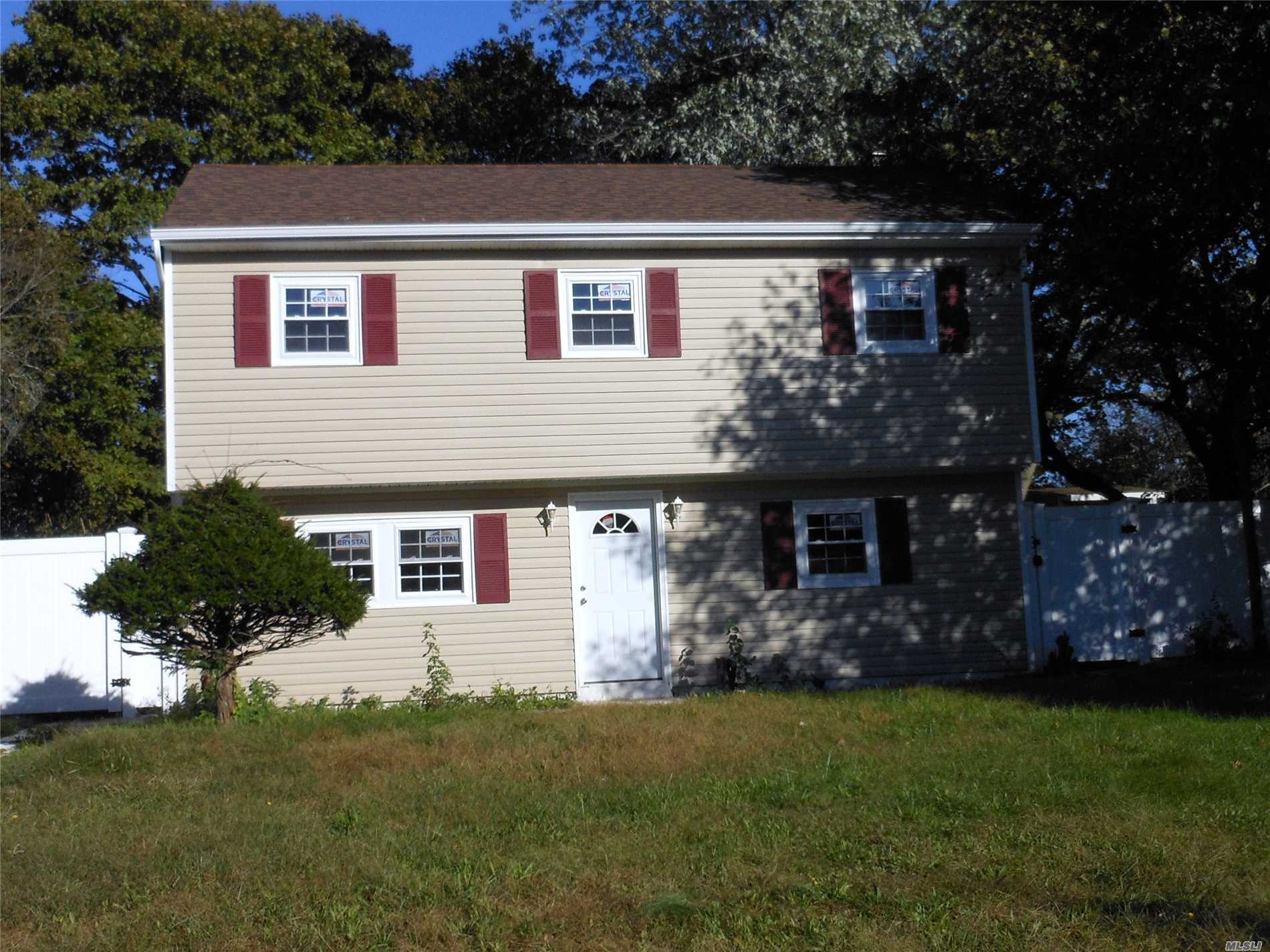 Photo of home for sale at 717 Bellport Ave, Bellport NY