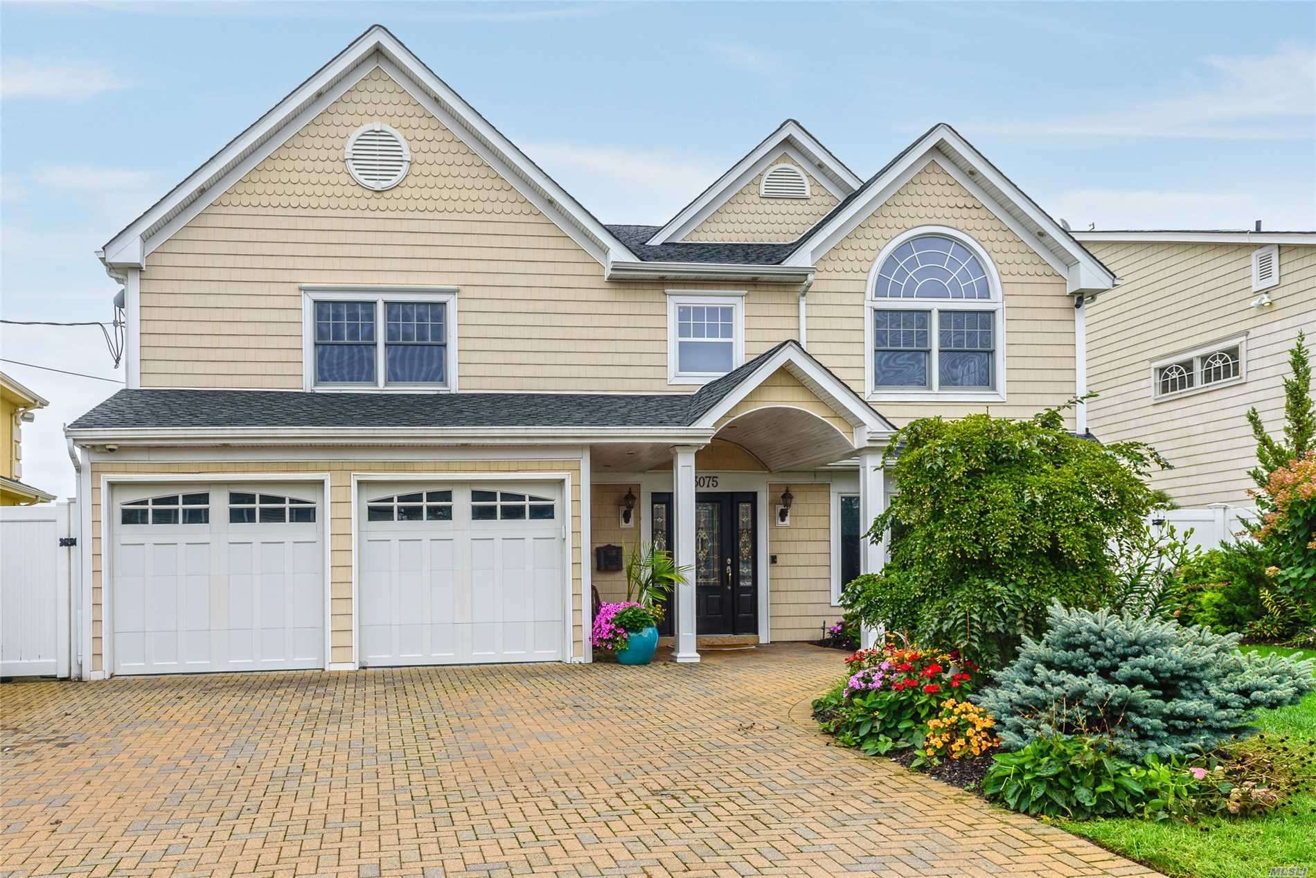 Photo of home for sale at 3075 Shore Dr, Merrick NY