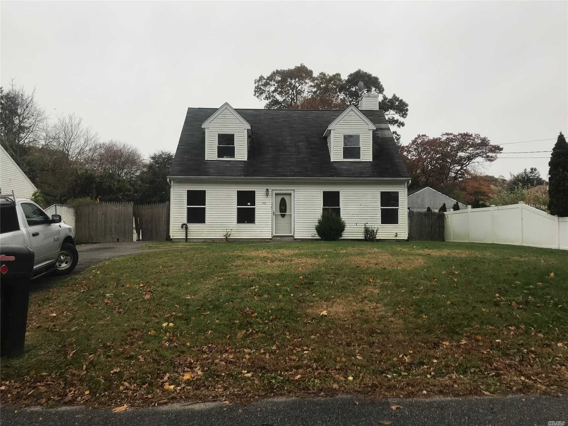 Photo of home for sale at 98 Dahlia Dr, Mastic Beach NY
