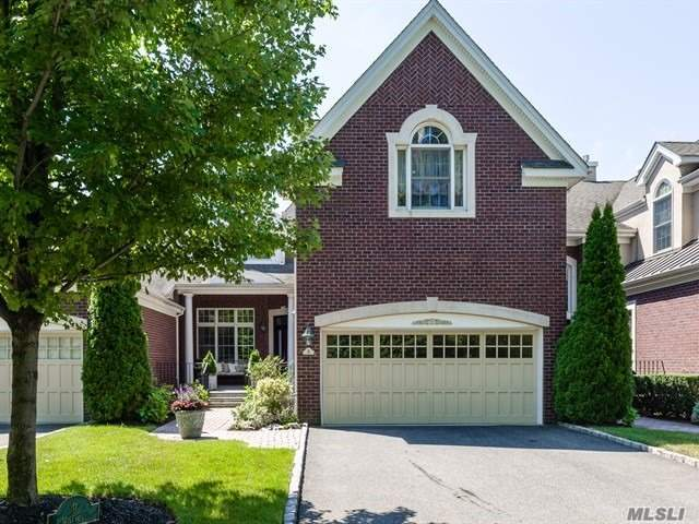 Photo of home for sale at 9 Wilkshire Cir, Manhasset NY