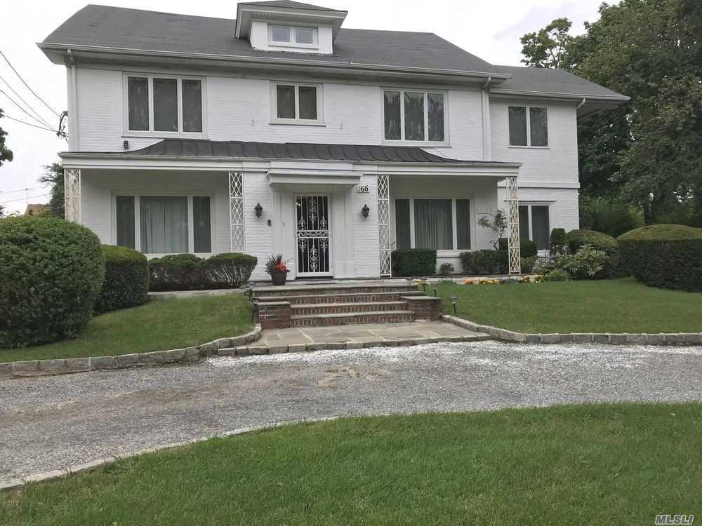 Photo of home for sale at 166 Wildacre Ave, Lawrence NY