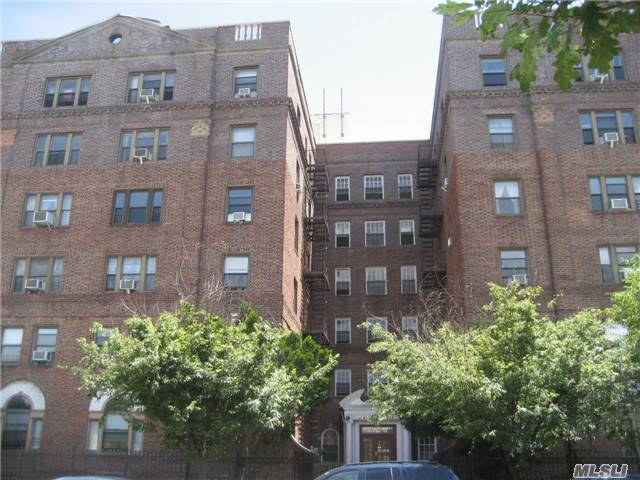 Photo of home for sale at 144-80 Sanford Ave, Flushing NY