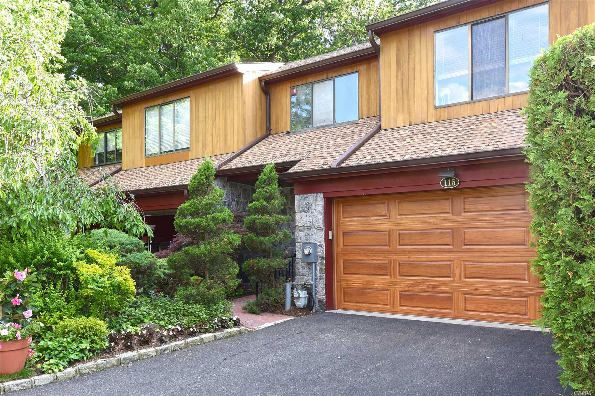 Property for sale at 115 The Crescent, Roslyn Heights,  NY 11577