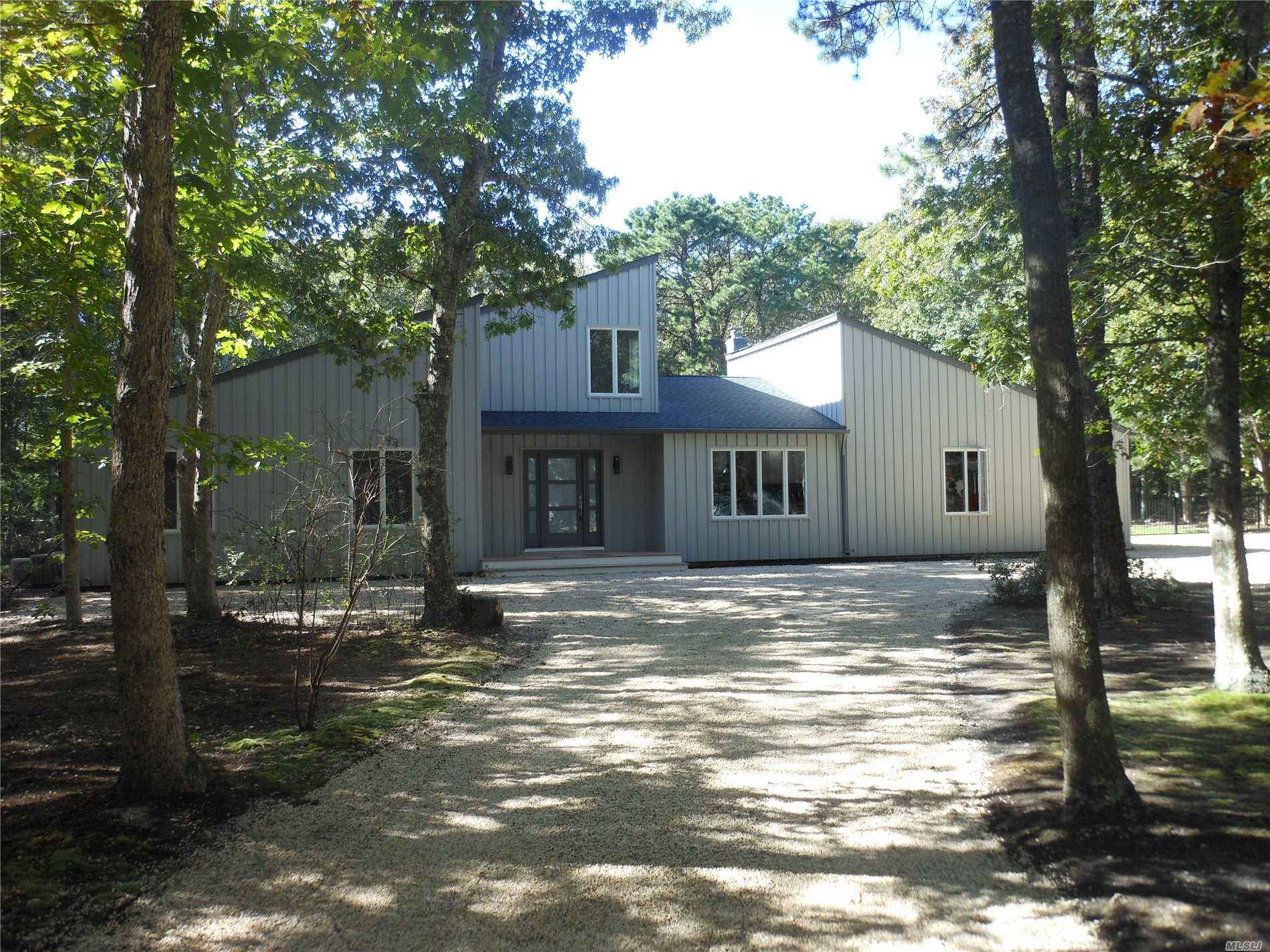 Photo of home for sale at 29 Deer Path, Quogue NY