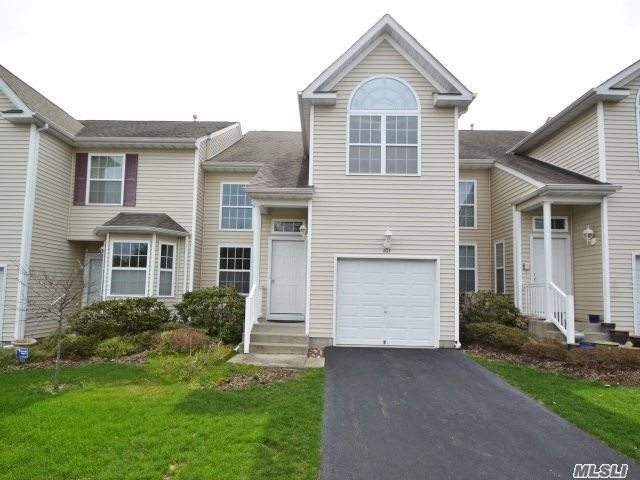 Property for sale at 205 Kettles Ln, Medford,  NY 11763