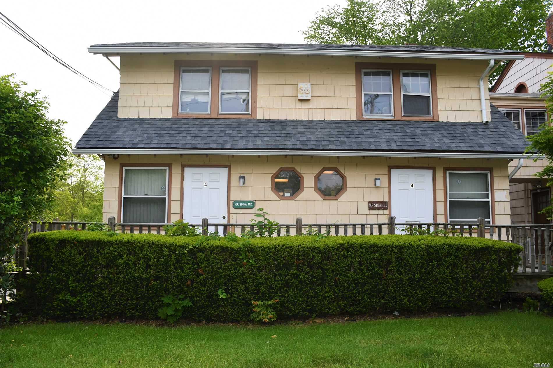 Photo of home for sale at 4 Union Ave, Center Moriches NY