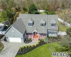 Photo of home for sale at 52 Chelsea Dr, Mt. Sinai NY
