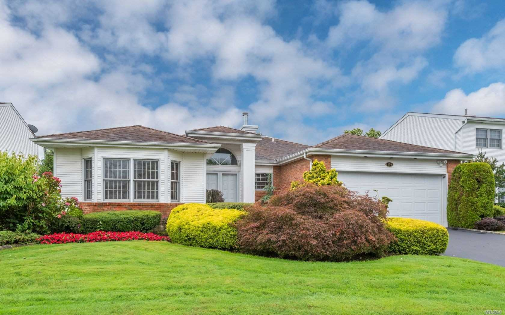 Photo of home for sale at 105 Fairway View Dr, Commack NY