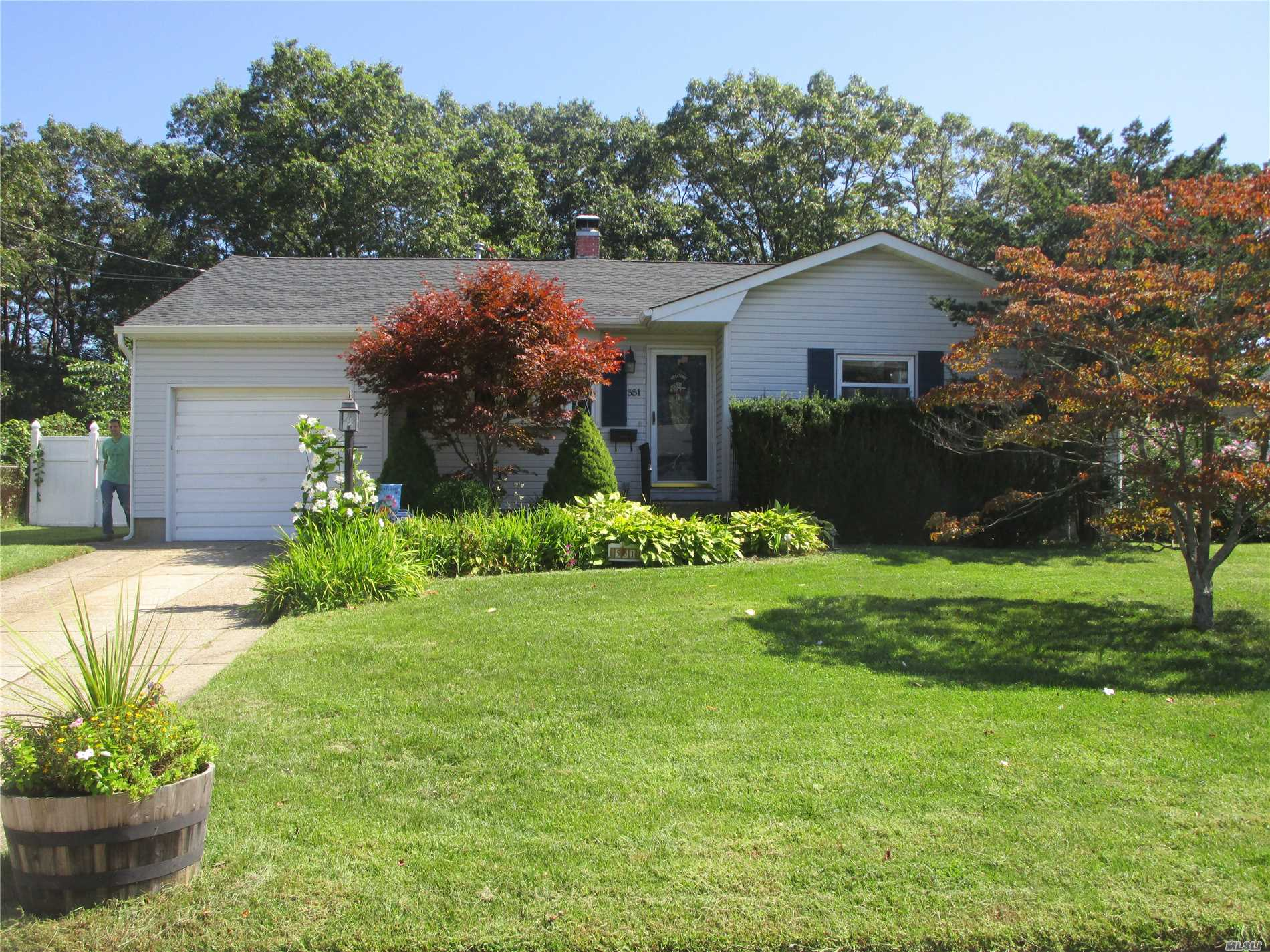 Photo of home for sale at 551 Renee Dr, Bayport NY