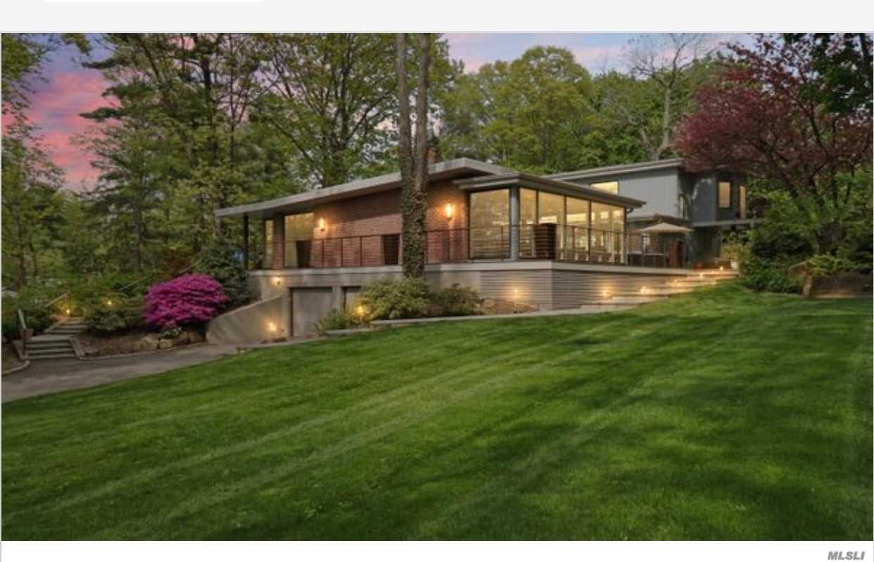 Photo of home for sale at 82 The Intervale, Roslyn Estates NY