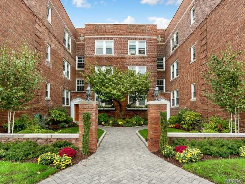 Property for sale at 15 Gaynor Ave Unit 1J, Manhasset,  New York 11030